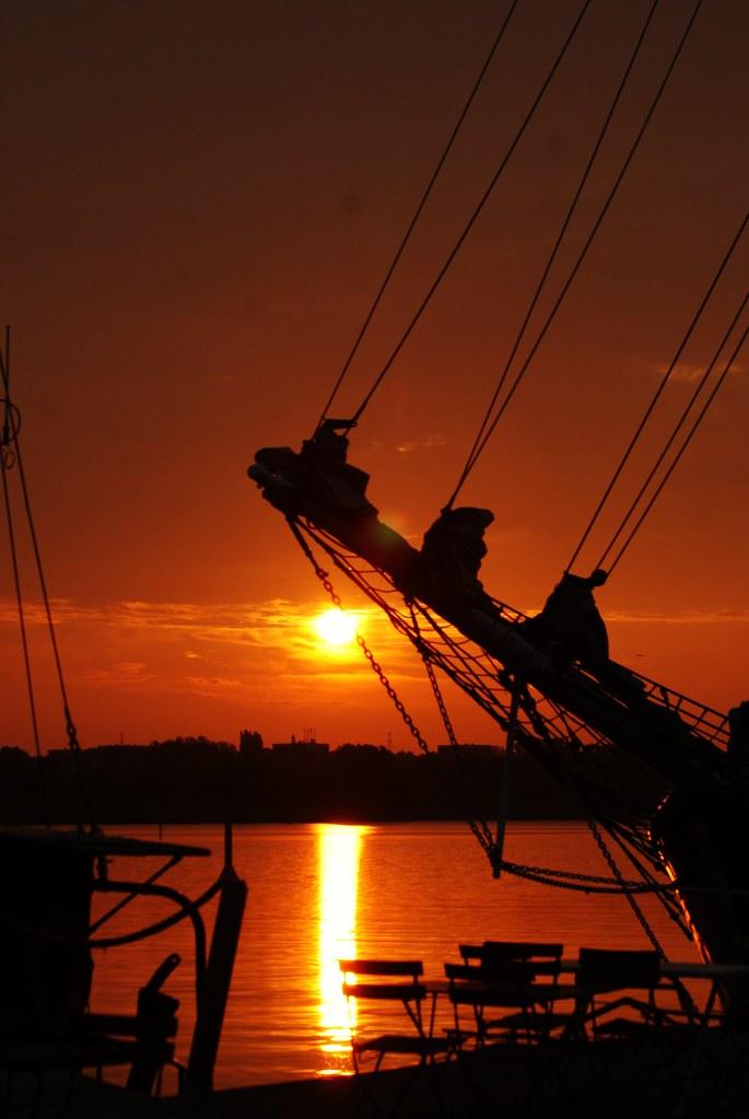 Sonnenaufgang am Stadthafen in Rostock