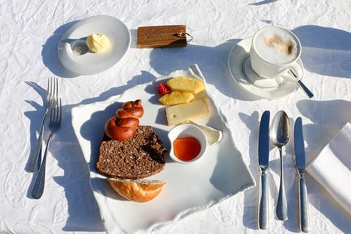 Frühstück im Waldhotel Fletschhorn Saas Fee