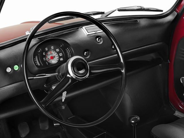 Водительское место в SEAT 600 L Especial. 1972 – 1973 годы