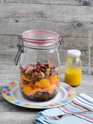 Auberginen-Cashewkern-Salat mit Karotten-Kardamom- Orangen-Dressing