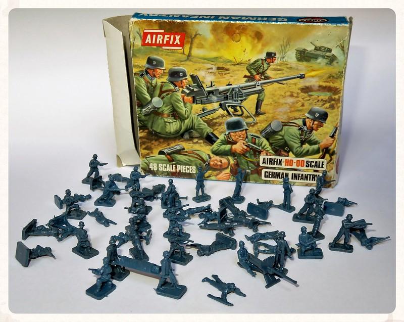 Toy soldiers, cowboys, indians, space men etc 28801462285_0b63830b58_c